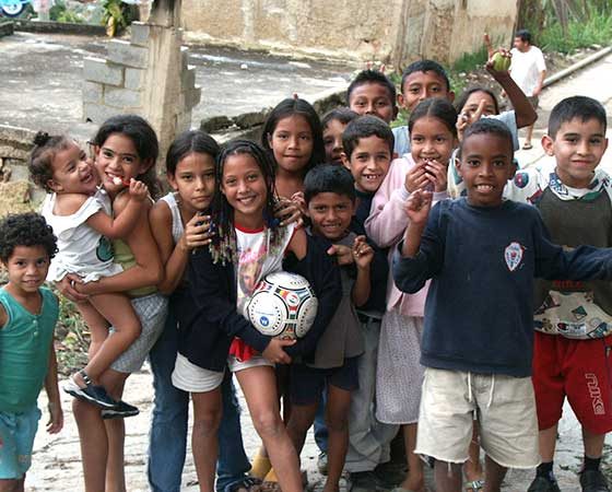 Alternative Learning in the slums of Manila and Caracas